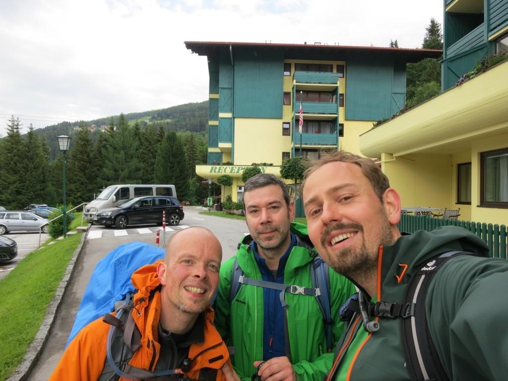 Unrasiert und fern der Heimat. Drei Bergfreunde!