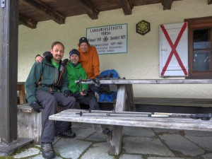 Have a break... 3 Freunde an der Landawirseehütte...